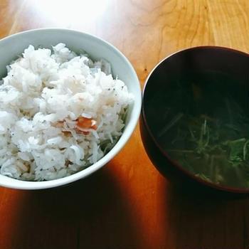 梅としらすの土鍋ご飯。