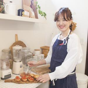 アンティークとDIY、見せる収納で作る、ショップみたいなマイキッチン~末森陽子さんの「世界一楽しいわたしの台所」