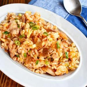 ガッツリ食べたいときはコレ!「豚キムチチャーハン」おすすめレシピ