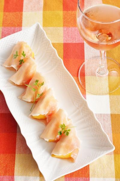 【家ワイン連載】柿と生ハムのオードブルに女子力たっぷりロゼワインと!