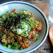 【めっちゃ簡単なカフェ丼】温玉乗せ*豚のネギゴマ生姜焼き丼