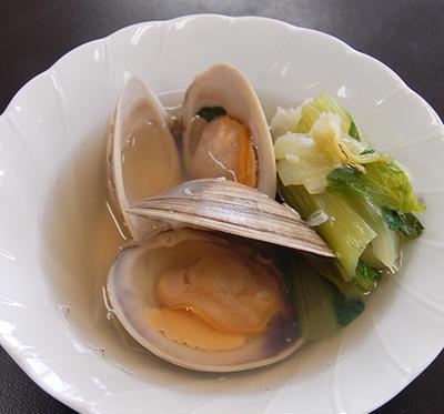 ホンビノスガイとチンゲン菜のスープ