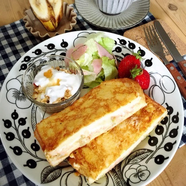 完成品。と 甘くない食事系フレンチトースト♪タラモサラダでモンティクリスト♡