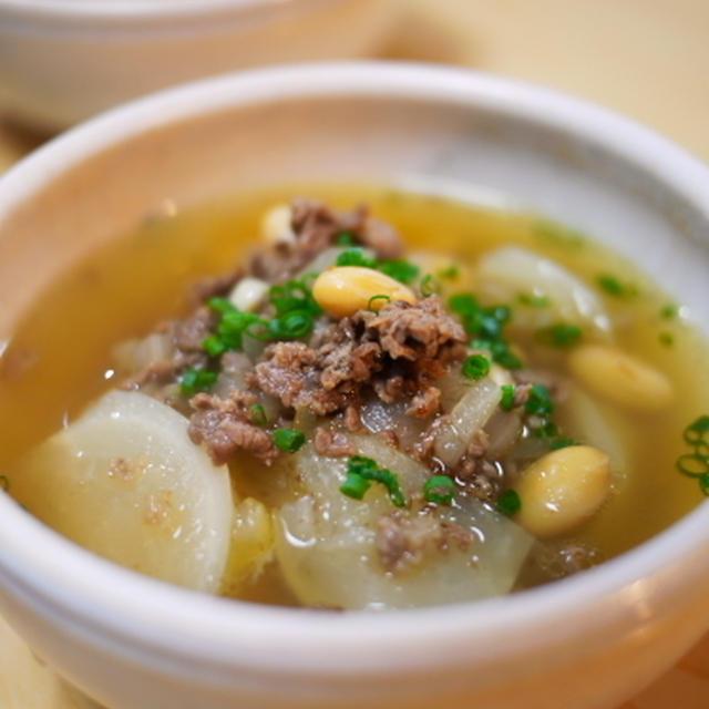 カブと牛肉と蒸し大豆のスープ