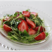 スパイス大使☆苺と三つ葉のハニージンジャーサラダ☆