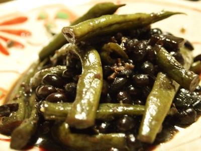 炒り黒豆といんげんの中華風煮