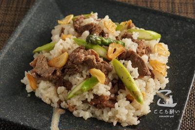 【日本酒に合うおつまみ】牛肉とアスパラガスのガーリックライスのレシピ・作り方