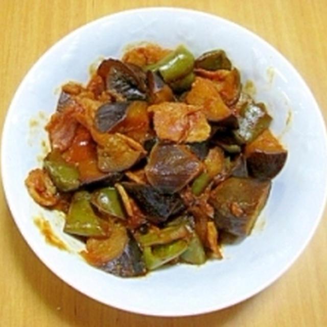 茄子とピーマンとベーコンのトマト風味煮