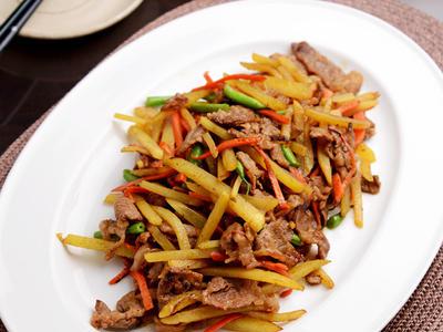 >【スピードごはん】牛肉とじゃがいもの簡単カレー炒め by JUNA(神田智美)さん
