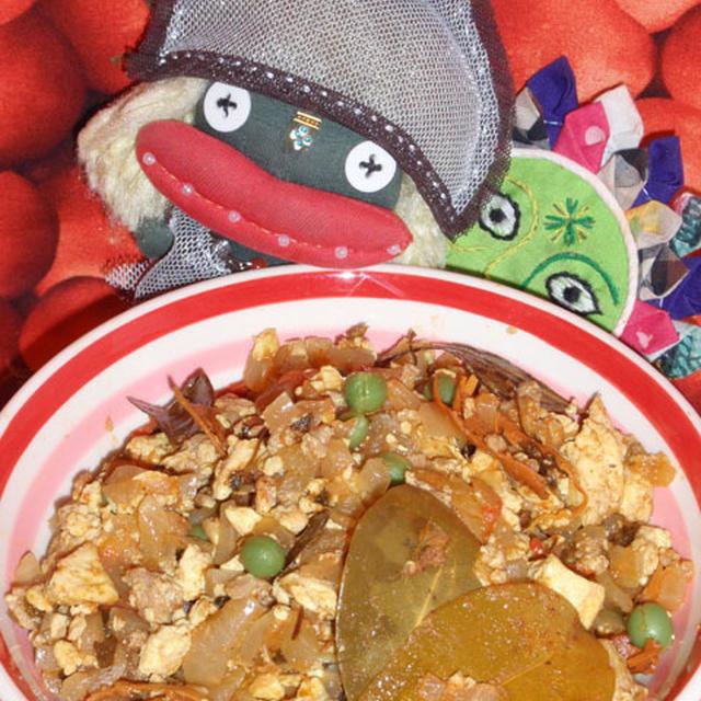 豆腐入りキーマカレーとピーマンの香味炒め(お家カフェ)