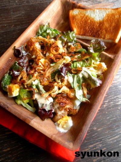 【簡単!!カフェごはん】チキンとブロッコリーとゆで卵のマヨしょうゆサラダ