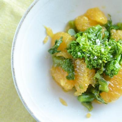 さっぱりしておいしい!菜の花と伊予柑のマリネ 黒トリュフ塩かけ