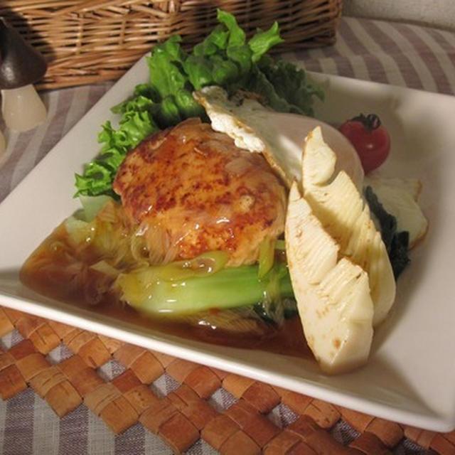 筍ハンバーグのピリ辛葱餡かけソースの和風ロコモコ
