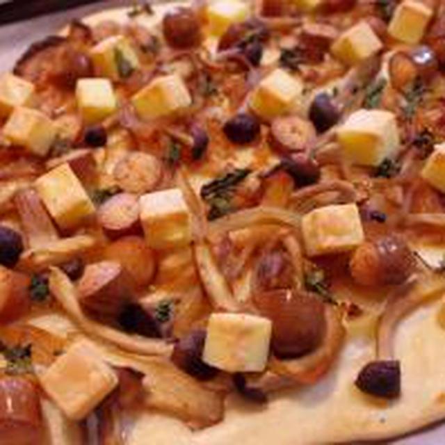 いろいろチーズときのこのナンピザ