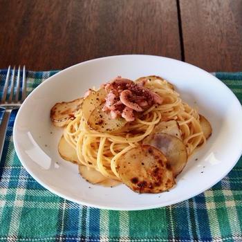 【簡単パスタレシピ】居酒屋風「いかの塩辛じゃがバタースパゲティ」