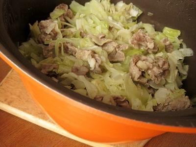 簡単キャベツと豚肉の蒸し鍋