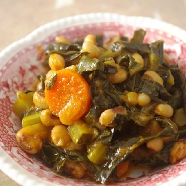 黒目豆とブロッコリーの葉の煮込み / 捨てられないもの