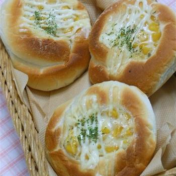 まぜてマジックで簡単!お店の味、マヨバターコーンのおかずパン。
