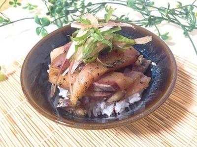 【管理栄養士の夏バテ予防レシピ】簡単andさっぱり♪白身魚のゴマ醤油和えのっけごはん