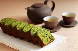 パウンドケーキといえば洋菓子の印象ですが、こちらのパウンドケーキは隠し味に、抹茶に合う「白餡」を使っ...