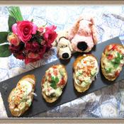 『バジル香るトマトソースでピザ風ブルスケッタ』『サーモンとアボカドのシーザー風ブルスケッタ』