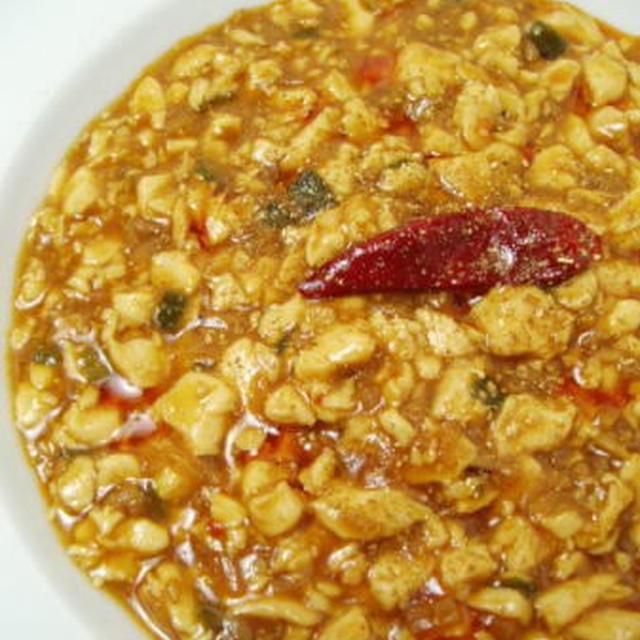 陳麻婆豆腐と水キムチとレタスのサラダ