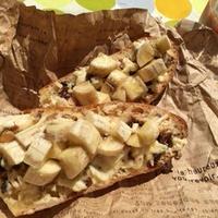 『ドライナッツとクリームチーズのメイプルバナナトースト』