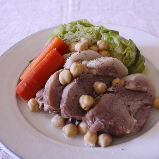 塩豚とキャベツの塩煮込みガルバンゾー入り。