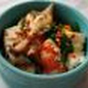 スパイシーなピリ辛豆腐とエビの煮物