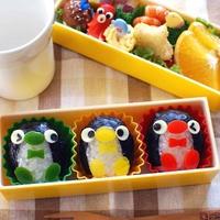 【デコおにレシピ】カラフル♪信号機カラーのペンギンちゃんおにぎり弁当
