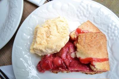 ルーバーブとイチゴのパイ Strawberry and Rhubarb Galette