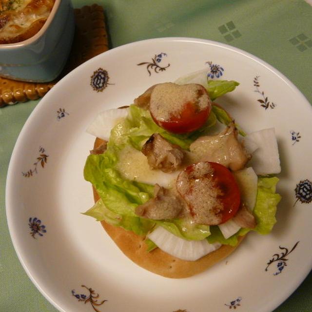 焼き立てフォカッチャ~鶏もも&カブのサラダ仕立て
