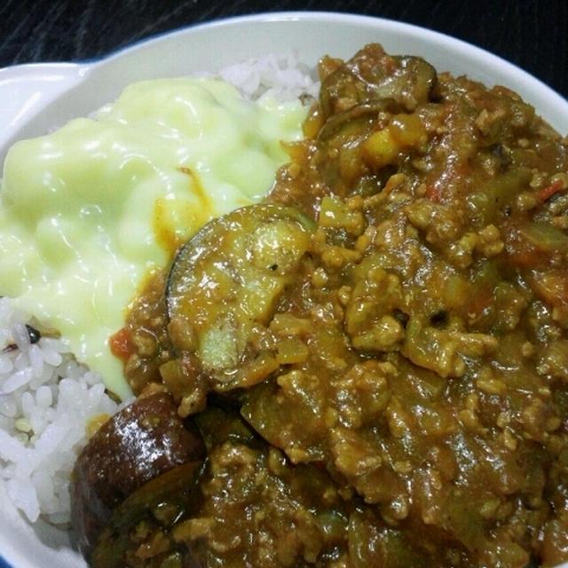 にんにく・生姜の効いたなすとひき肉のカレー