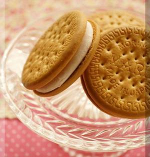 *苺フロマージュ♥クッキーサンドアイス♪