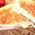 ハムとチーズのホットサンド≪定番の組み合わせ・簡単朝ごはん≫