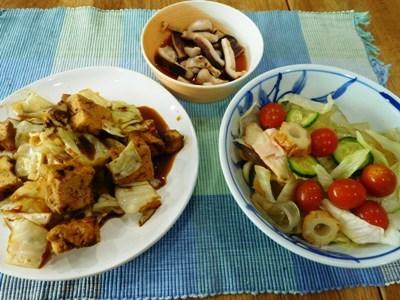 オーガニックのいちごとレニヤチェリー ~ 厚揚げとキャベツの回鍋肉風