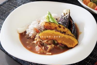 ルイボスティーで作ったカレールーで、夏野菜のトマトカレー。