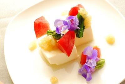 玉ねぎドレッシングで食べる豆腐の花サラダ