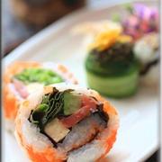 おひな祭りにぴったり♪サーモンとアボカドの裏巻き寿司とびこトッピング~レシピ編~
