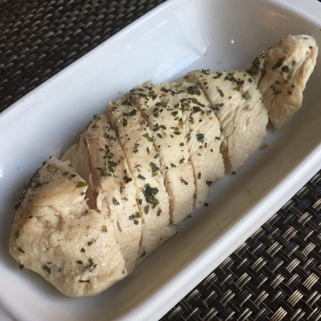鶏のむね肉*バジルでさっぱりしっとりハーブチキン