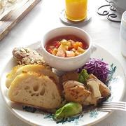 大豆入りミネストローネと「粉kona屋」のパンでワンプレート