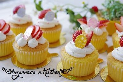 苺のデコカップケーキ