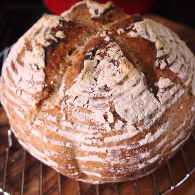 明日のきょうしつ用のパンが焼き上がりました。全粒粉のハードタイプです。