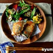 【簡単!魚レシピ】サバのカリカリチーズ挟み焼きと焼き野菜サラダのプレート