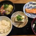 焼き魚定食と海鮮丼