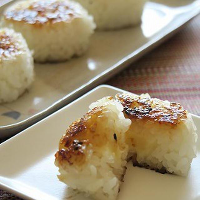 小岩井のオードブルチーズで『チーズ入りバターとしょうゆ糀のひとくち焼きおにぎり』