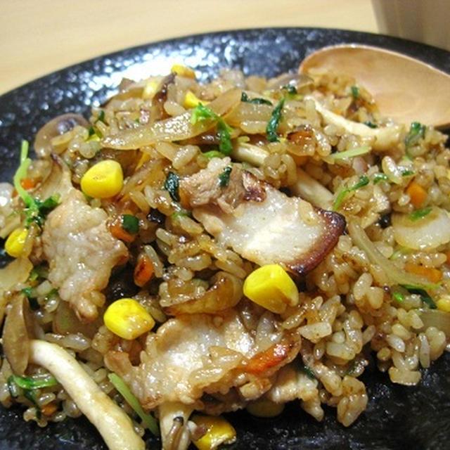 豚バラ肉でガーリック炒飯☆