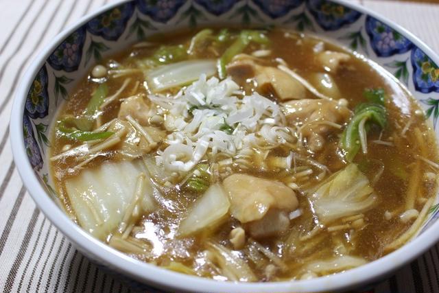 器に盛られた鶏肉と白菜とえのきのうま煮