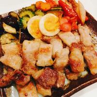 がっつり肉×さっぱり酢でメインおかず!夏野菜と豚肩のてりてり炒め