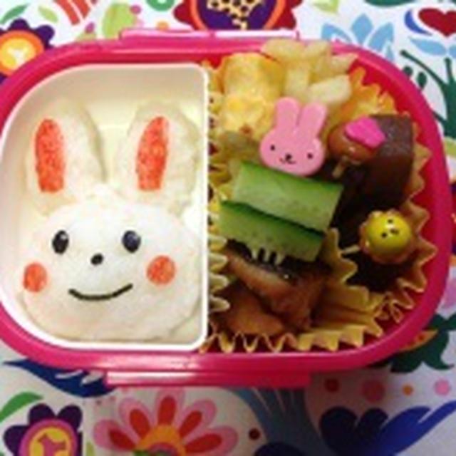 今日のお弁当は《ウサギちゃん》♪ と、地味だけど体に良くて美味しい[ニラ&納豆入り揚げバーグ]
